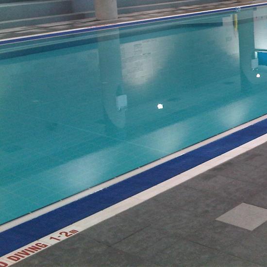 Pool tile 710 -light blue gloss in use